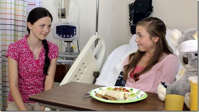 Sisters scrshot_Sammy-n-HannahInHospital01[2]